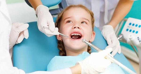 khám răng cho bé